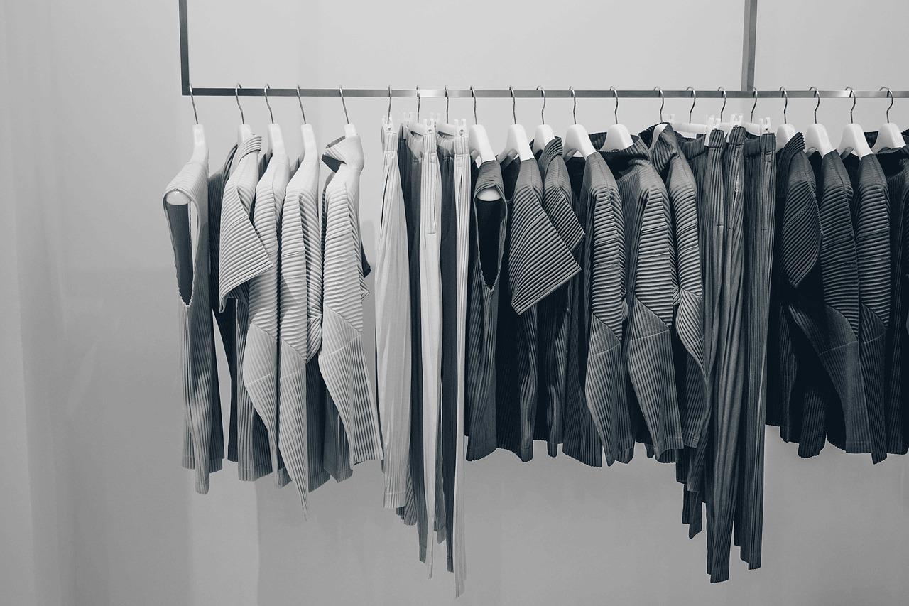 高い服は本当にいらない?判断するために一度着てみるのがおすすめ
