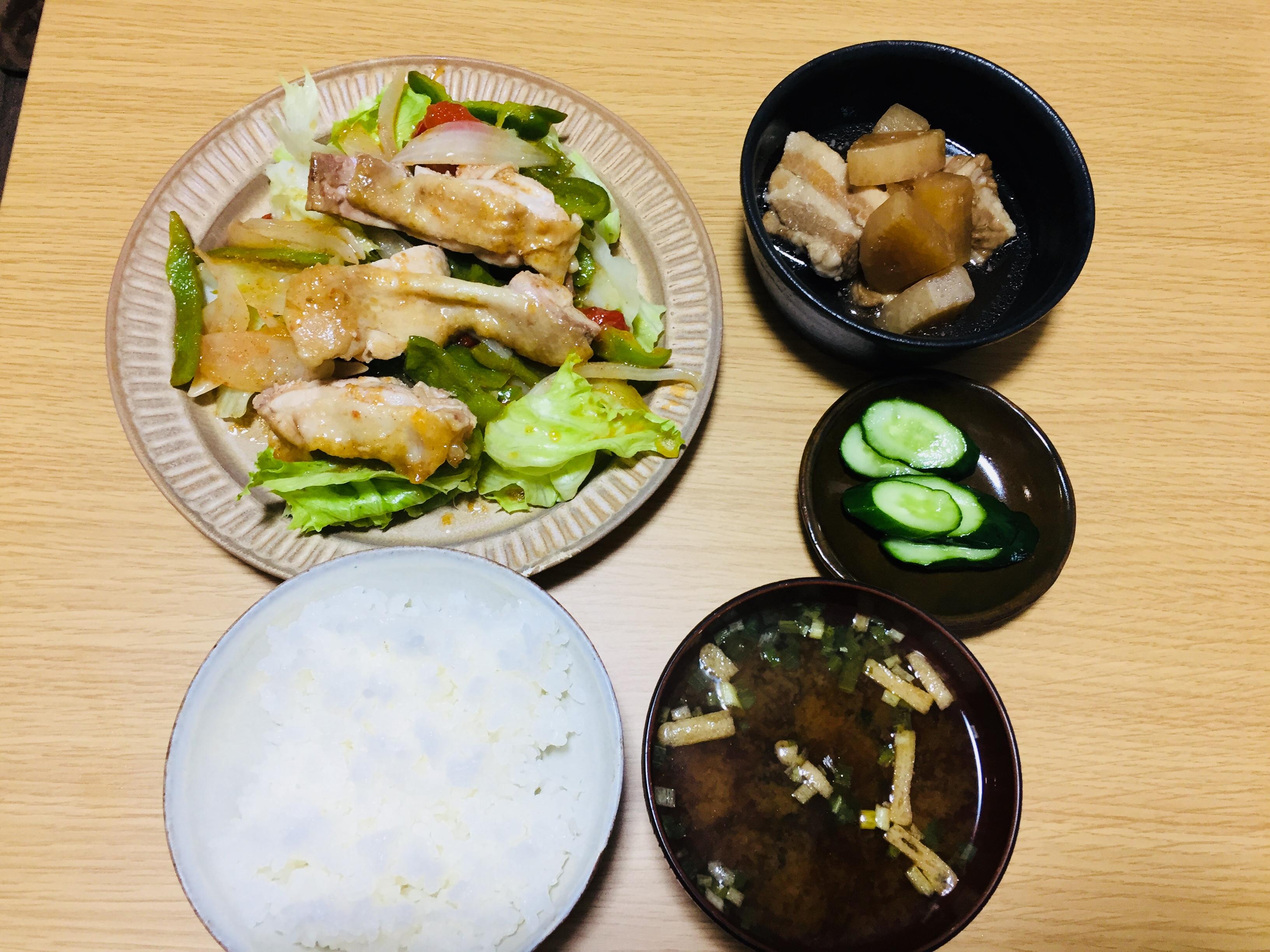 チキンのグリルと豚の角煮