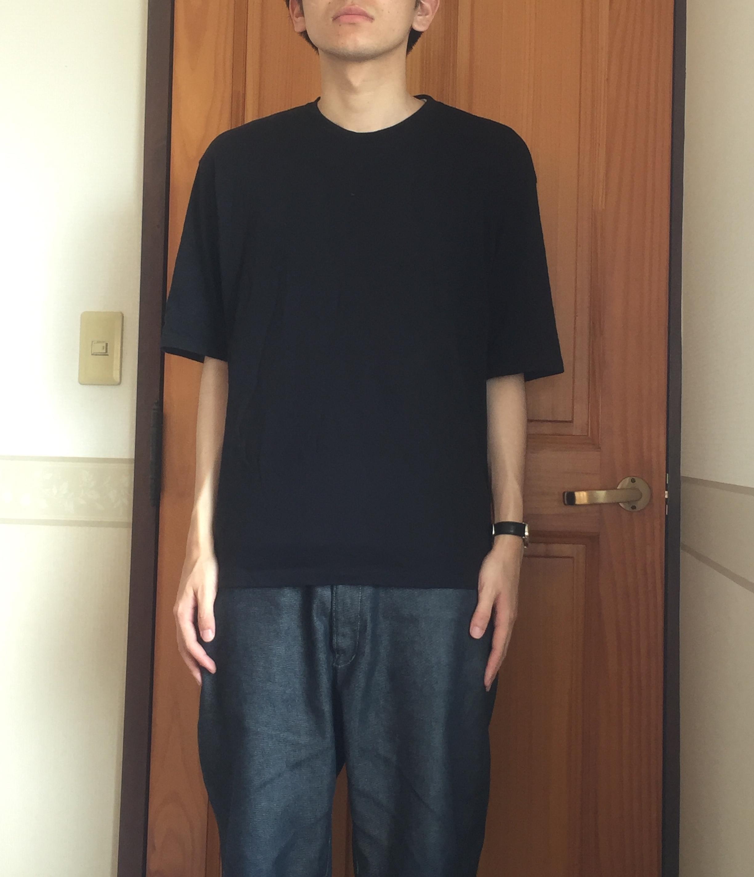 黒Tシャツの着こなし