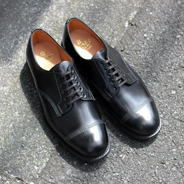 サンダースの革靴