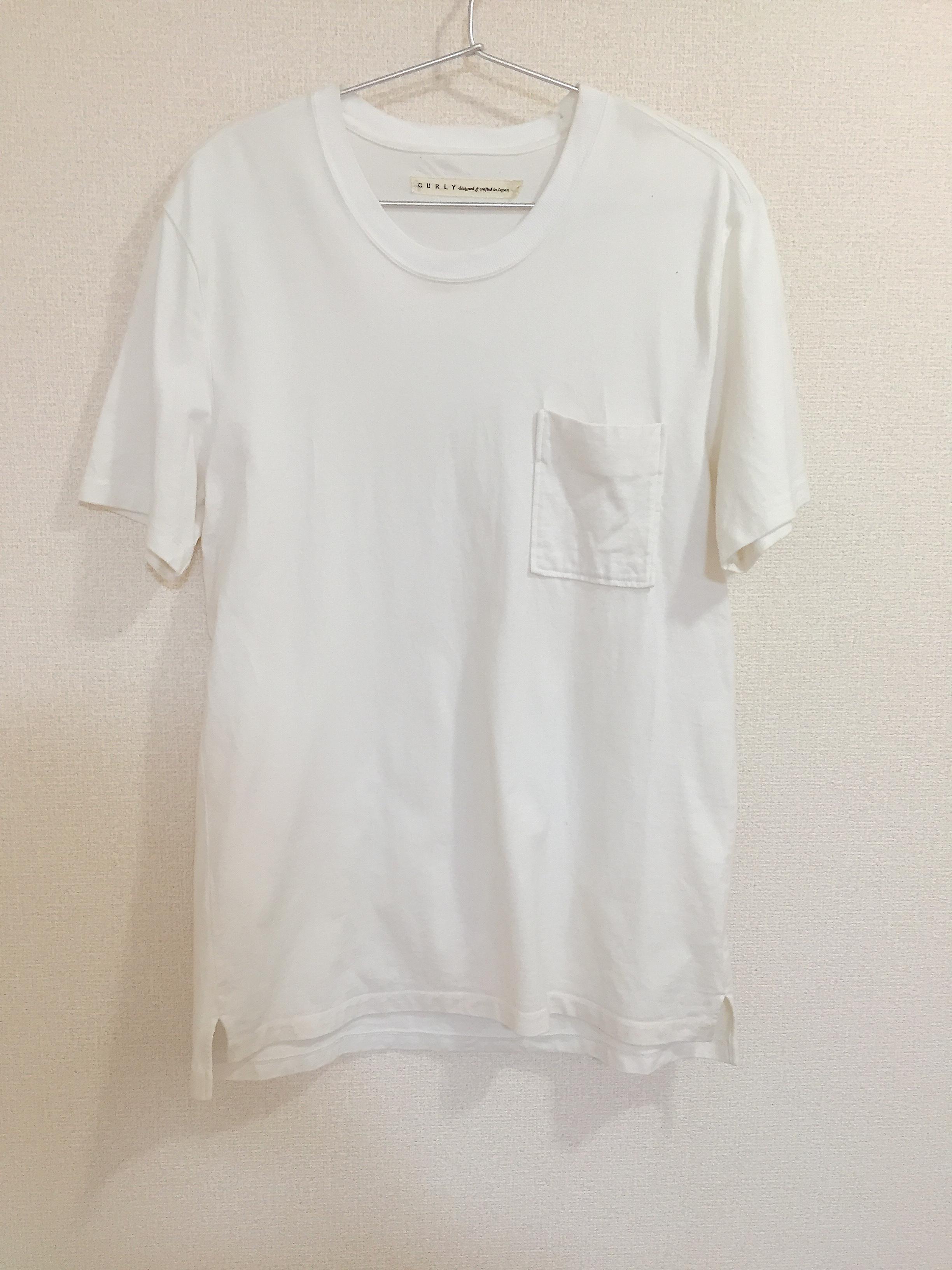CURLYの白Tシャツ