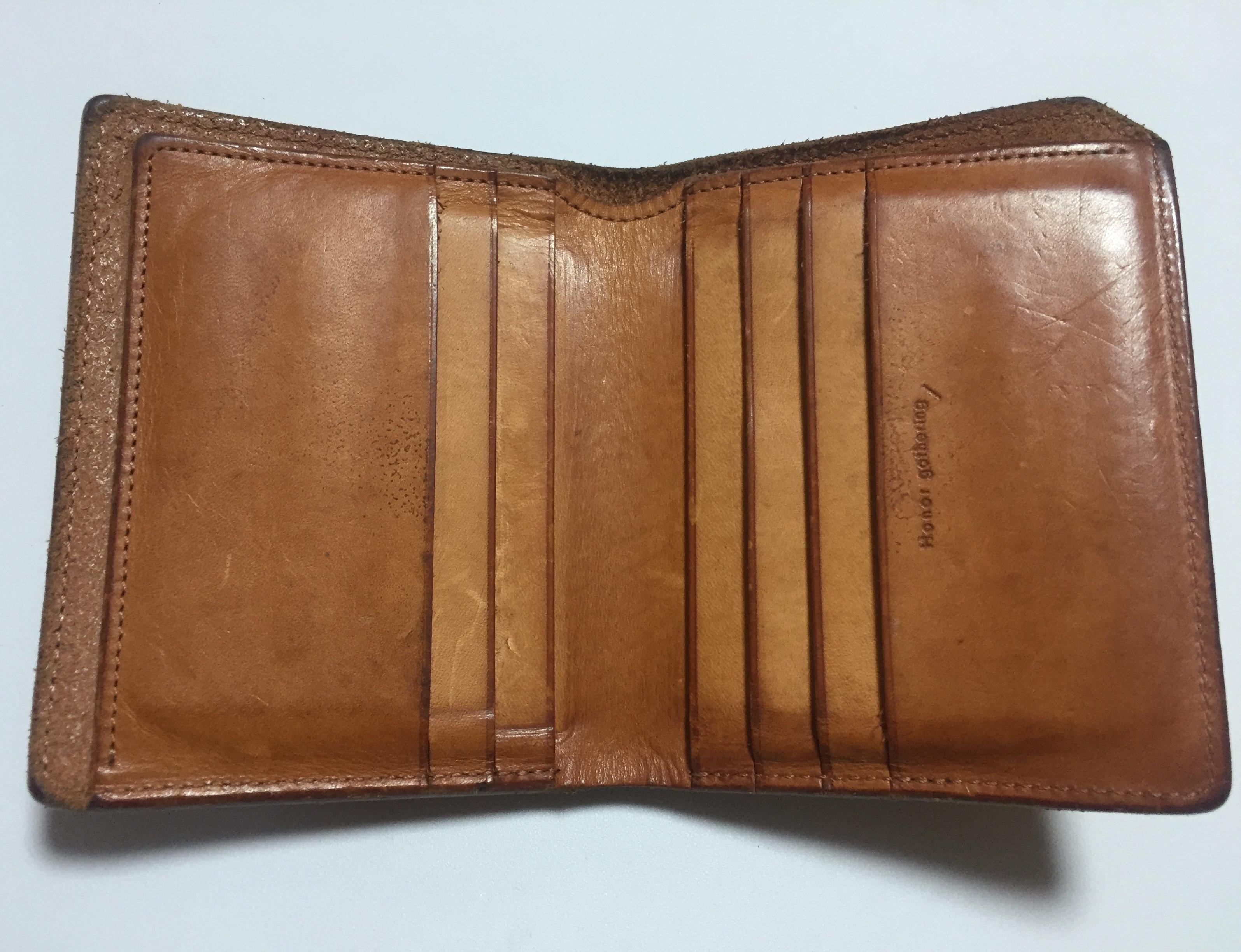 お手入れ後のヌメ革の財布
