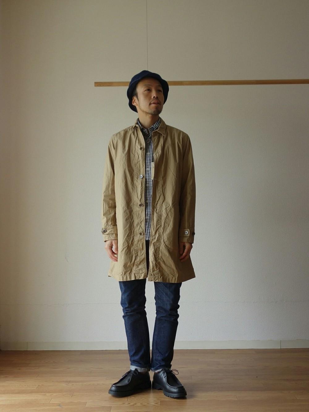 マニュアルアルファベットのシャツコートの春秋コーデ