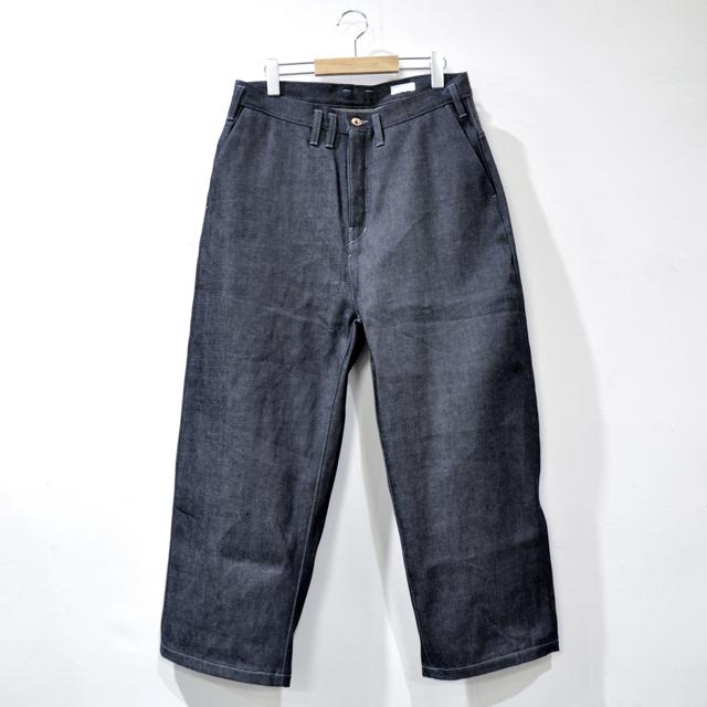 ミニマリスト向けのFIRMUMのジーンズ