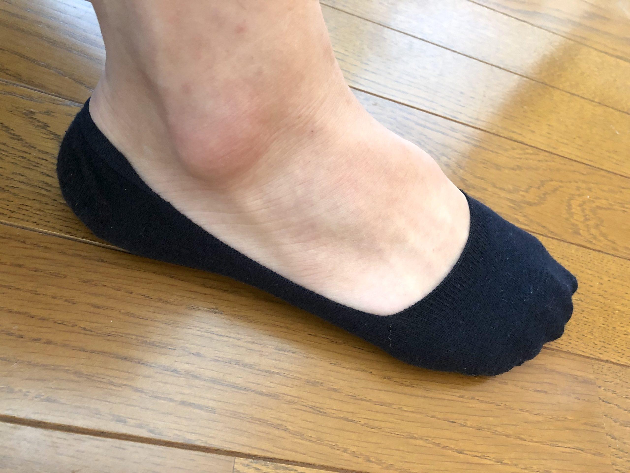 グンゼ・ボディワイルドのフットカバーの浅履きを履いた写真