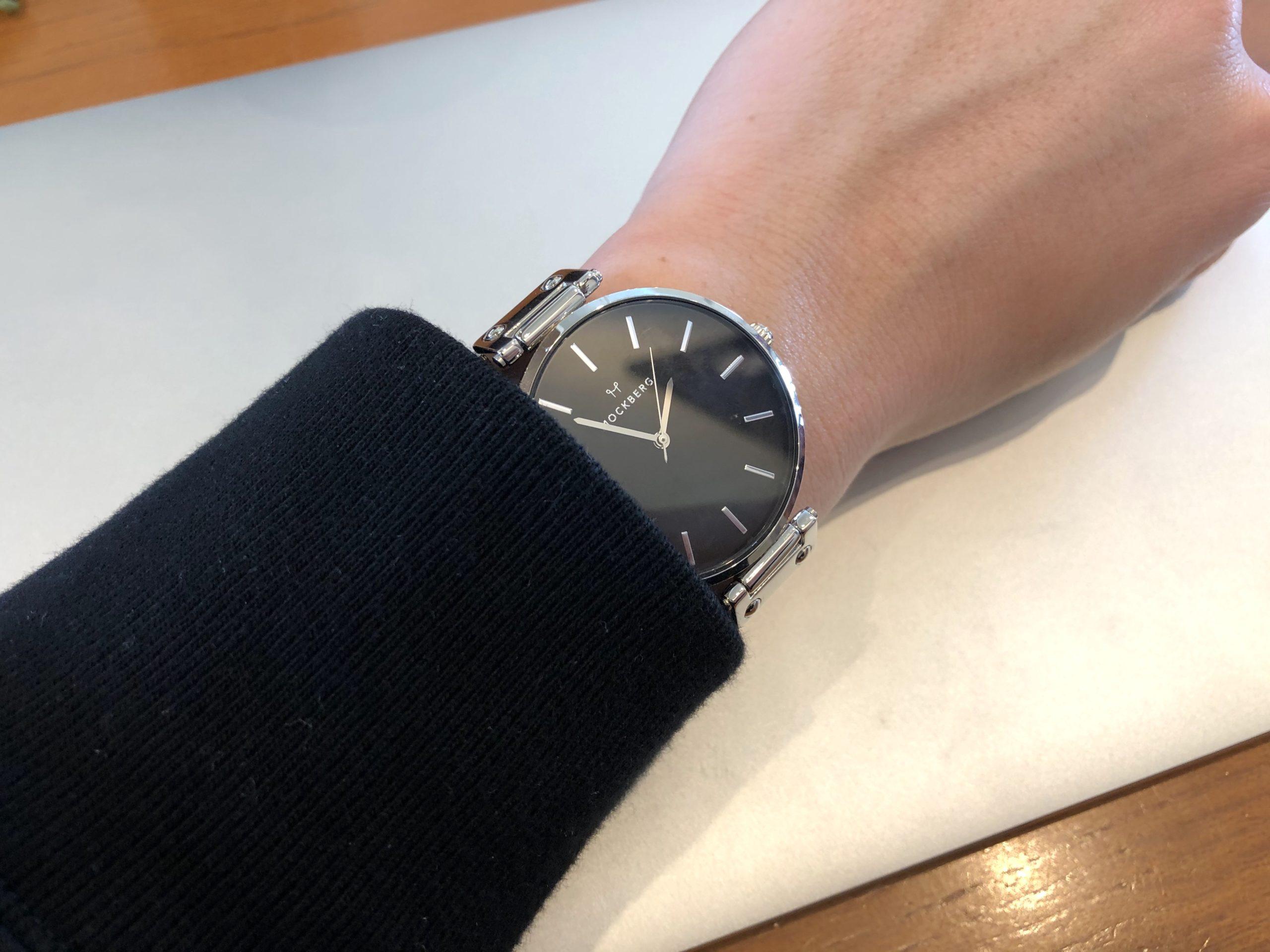モックバーグの腕時計を私服で使った写真