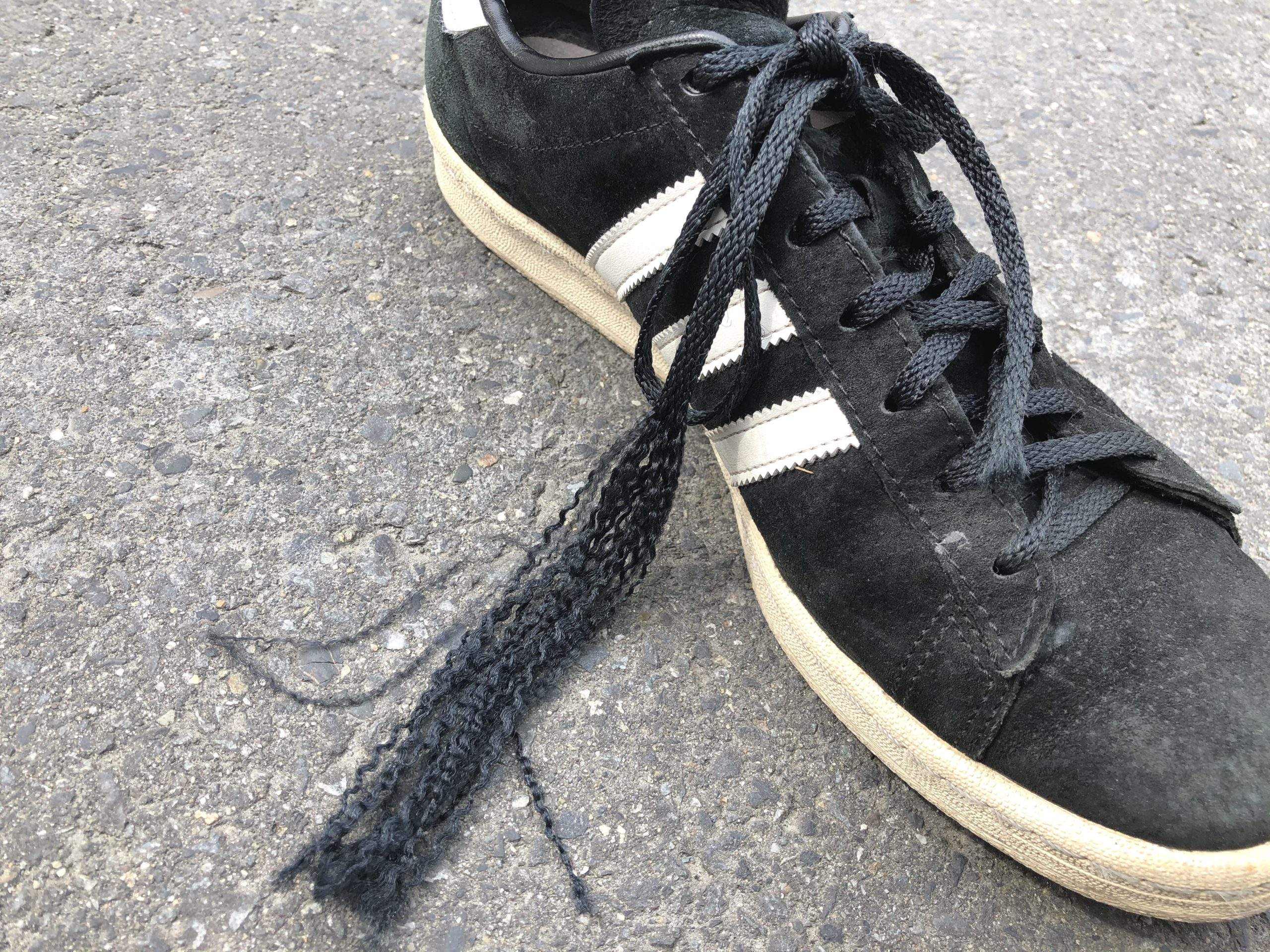アディダスのキャンパスのデフォルトの靴紐が裂けた