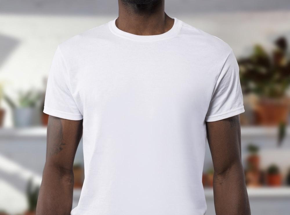 【タイプ別】ミニマリストにおすすめの白Tシャツ2選【メンズ・レディース対応】